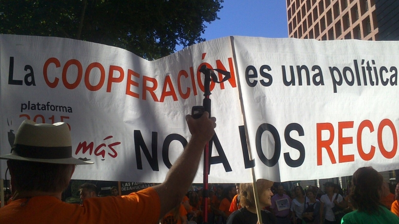 Manifestacion de la Marea Naranja denunciando los recortes que están llevando a cabo las administraciones en servicios sociales_ 2012
